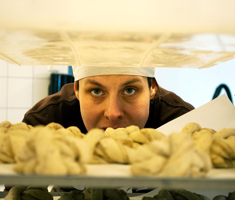 Mat är kultur: Brödlabbet med brödets fantastiska värld – Caroline Lindö