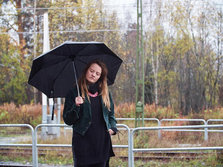 Ellen Sundberg tolkar Kjell Höglund